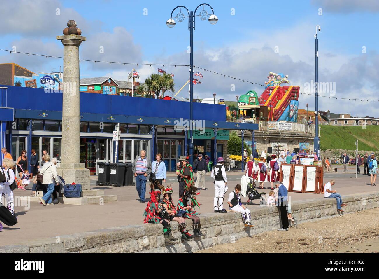 Taking a break, Shore Road, Swanage Folk Festival 2017, Isle of Purbeck, Dorset, England, Great Britain, United Kingdom, UK, Europe - Stock Image