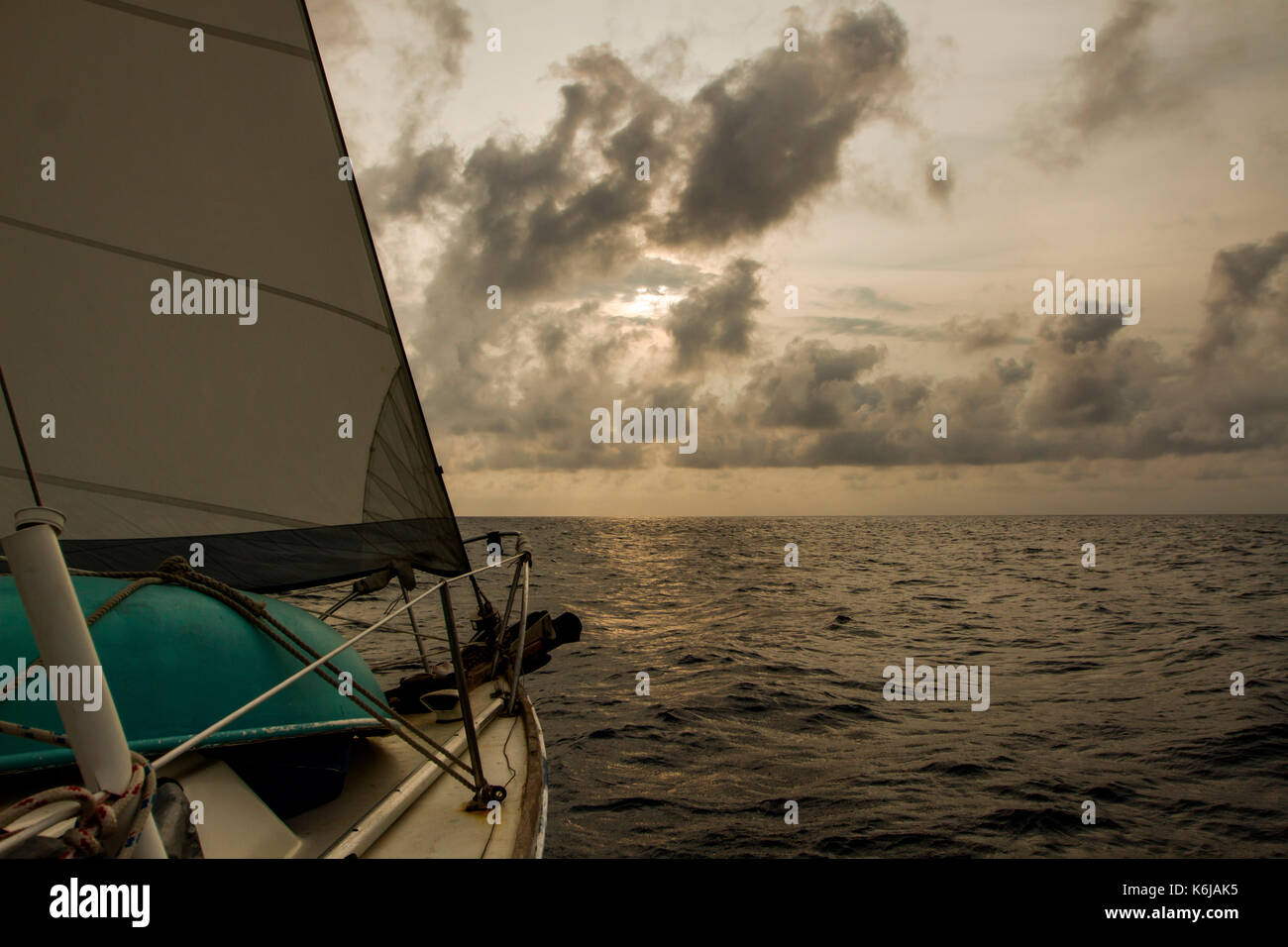Bow of a sailboat cutting through water on journey over Caribbean Sea, Honduras - Stock Image