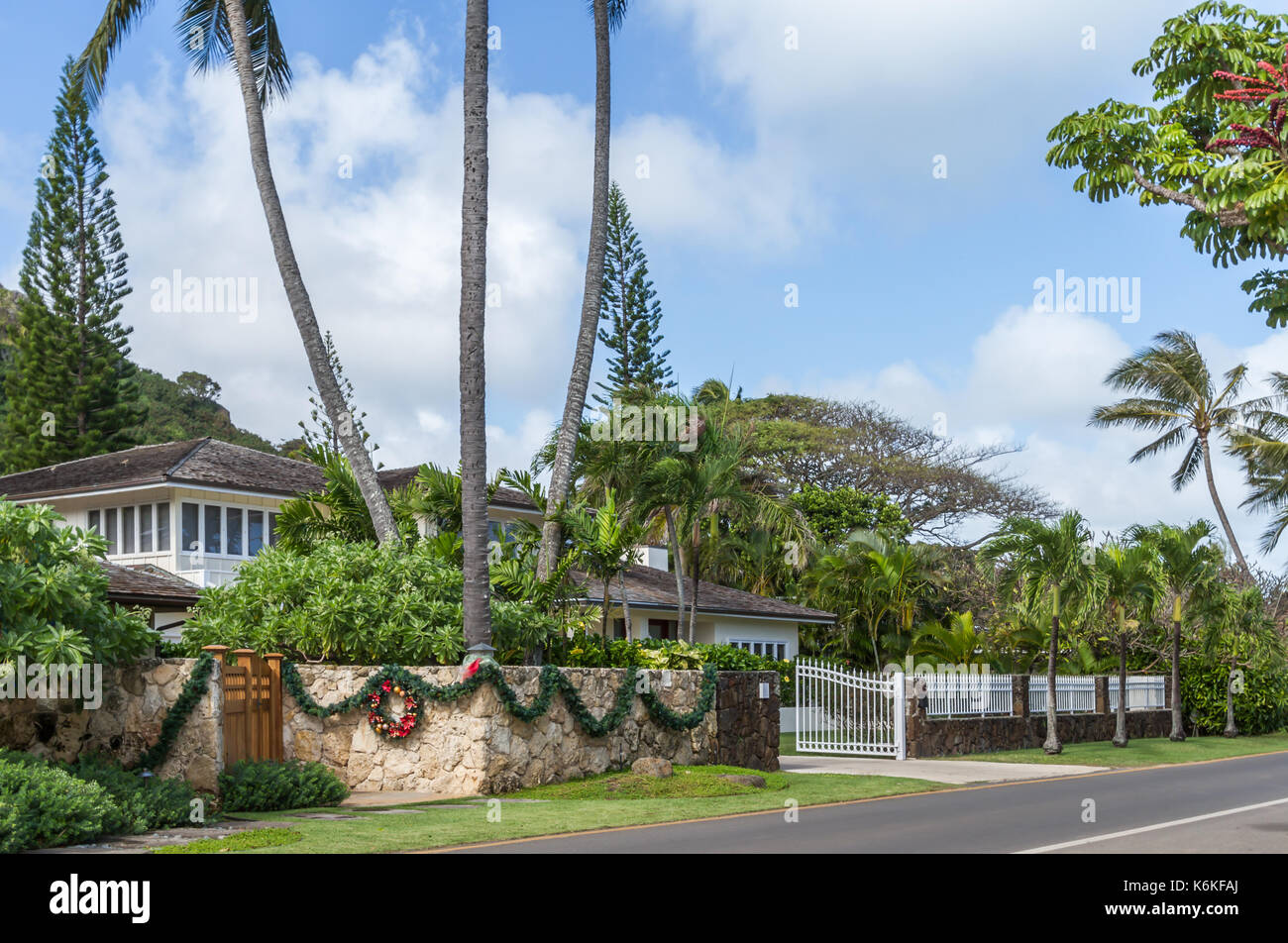 Christmas In Hawaii Decorations.Luxury Home Exterior With Christmas Decorations Oahu Hawaii