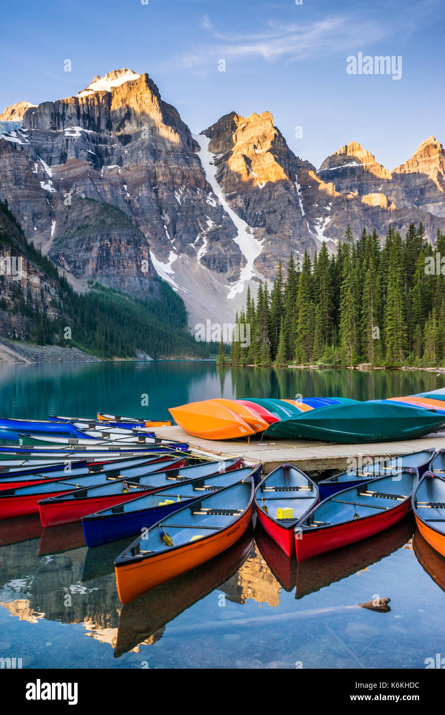 Canoes on Moraine Lake, Banff National Park, Alberta, Canada - Stock Image