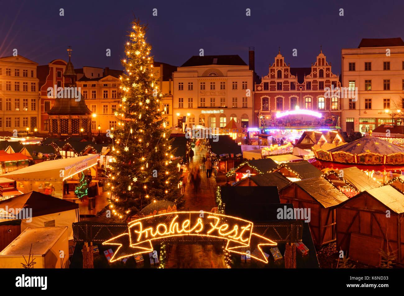 Wismar: Christmas fair on the market square, Mecklenburg-Vorpommern, Germany - Stock Image