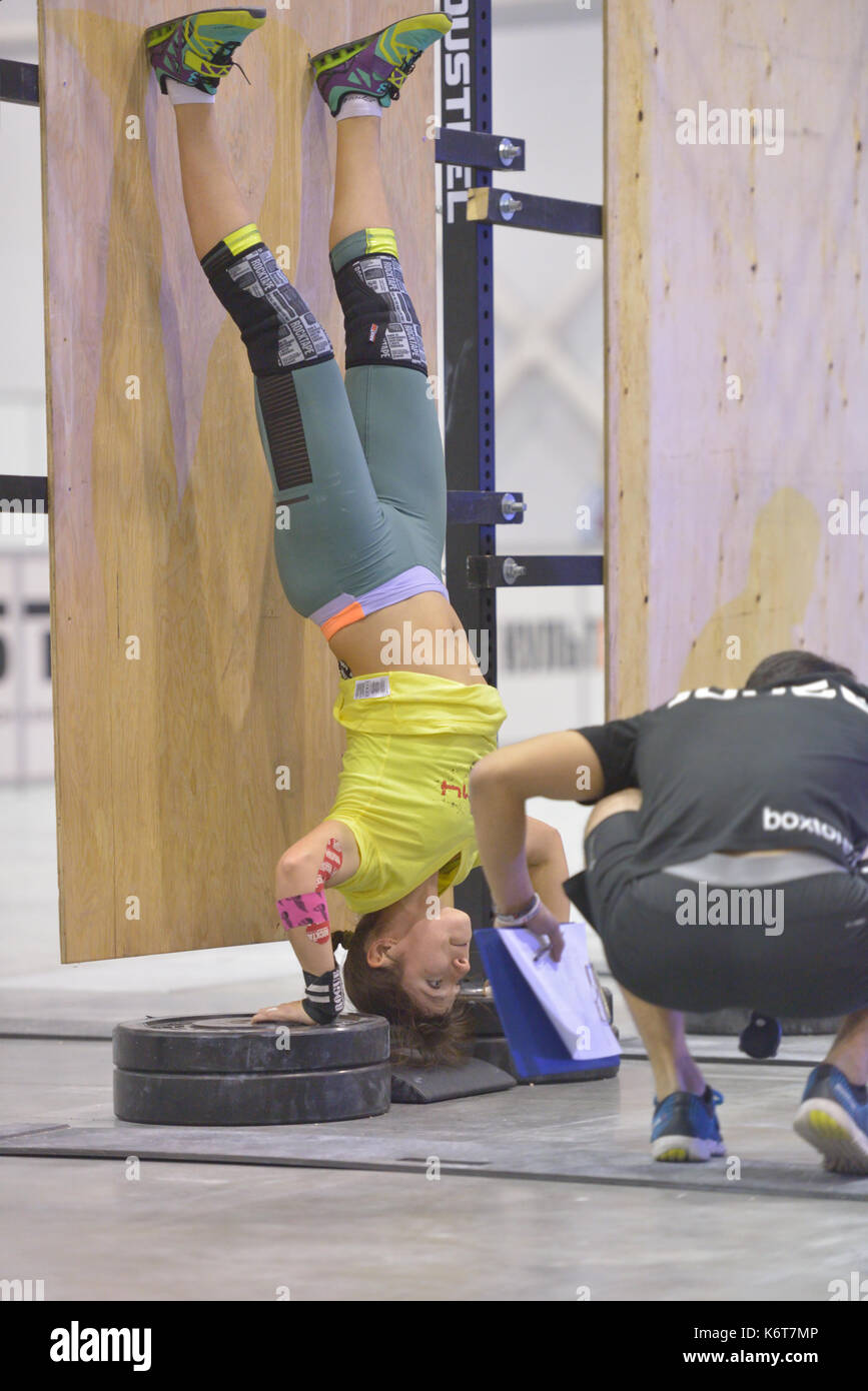 Novosibirsk, Russia - November 16, 2014: Unidentified female athlete during the International crossfit competition Siberian Showdown. The competition  - Stock Image