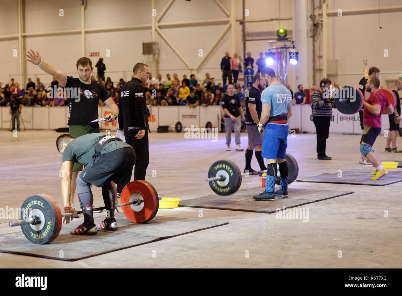 Novosibirsk, Russia - November 16, 2014: Unidentified athletes during the International crossfit competition Siberian Showdown. The competition includ - Stock Image