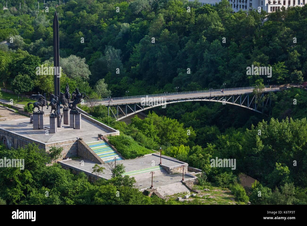 Bulgaria, Central Mountains, Veliko Tarnovo, Monument to the Assens, elevated view Stock Photo