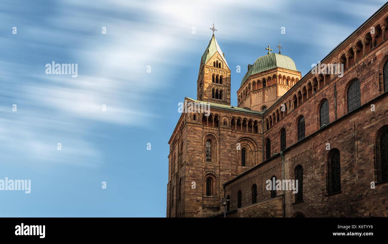Speyer, GER, Rheinland-Pfalz - November 03, Domgarten . Im Bild: Der Dom von Speyer von der Nordseite aus gesehen. - Stock Image