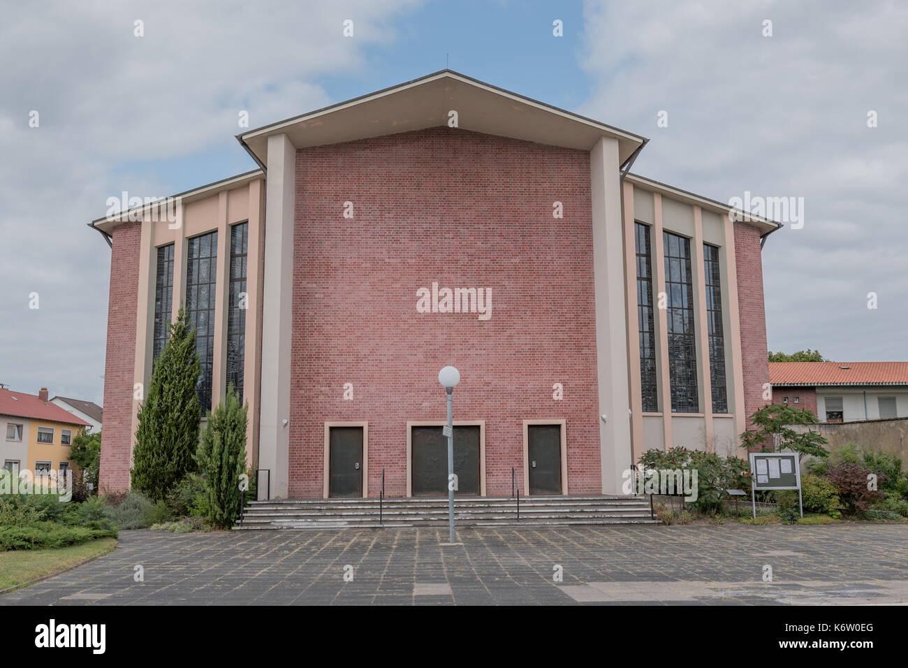 Gesellschaft, Deutschland, Rheinland-Pfalz, Hassloch, September 07. Haßloch. Die Kirche St. Ulrich in Haßloch wird am Samstag, 16. September, von Bisc - Stock Image