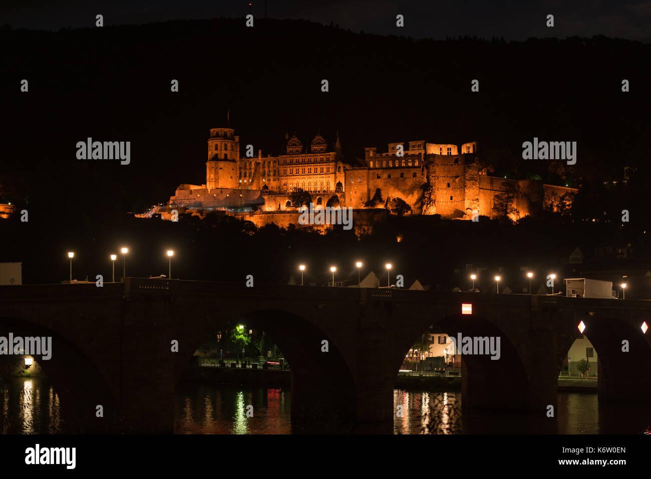 Reisen, Deutschland, Badenwürtemberg, Heidelberg, Neckarufer, September 02. Das bei Nacht beleuchtete Heidelberger Schloss. - Stock Image