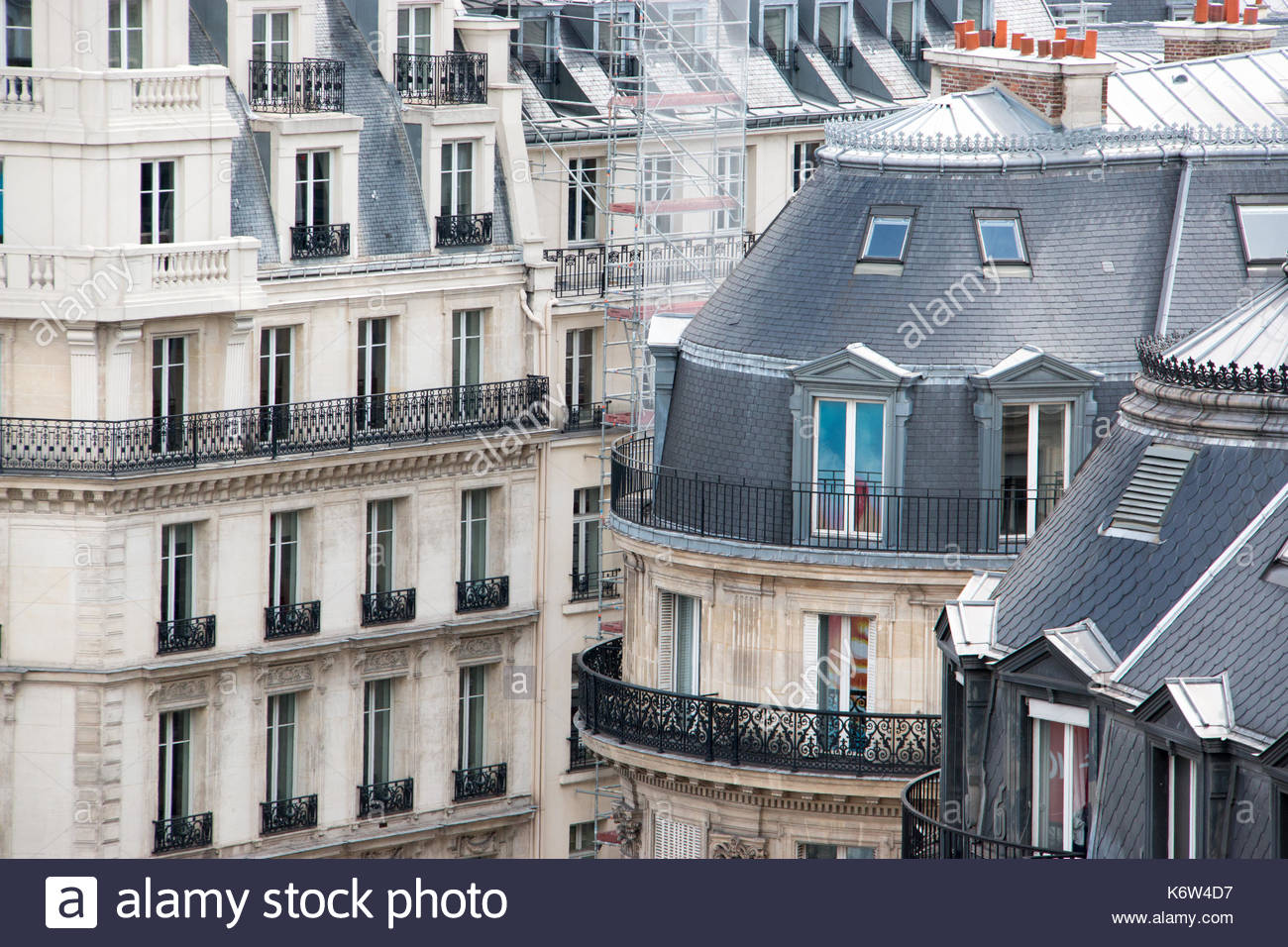 View of Haussmann style buildings in Paris. - Stock Image