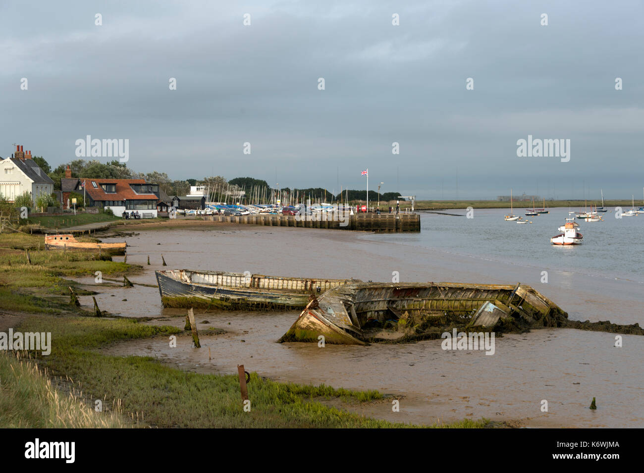 old boats sitting in the mud at Orford on the River Ore, Suffolk, UK - Stock Image