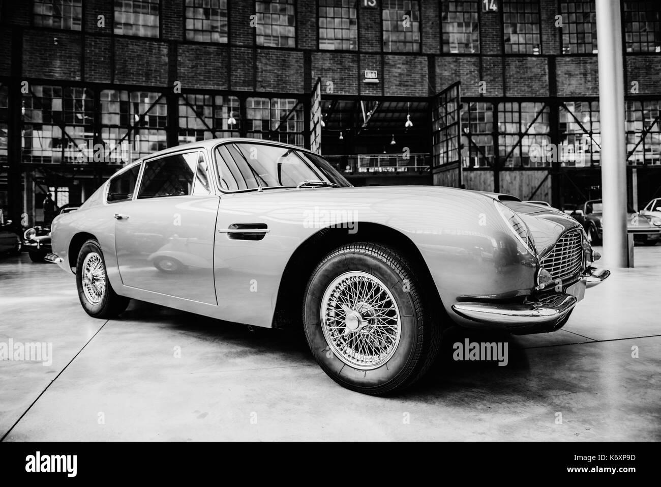 Retro Style Car Stock Photos & Retro Style Car Stock Images - Alamy
