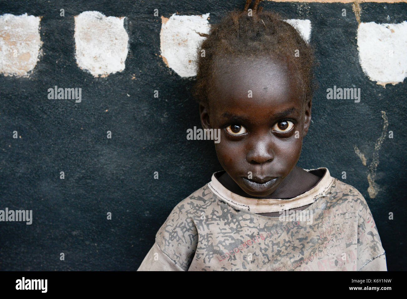 UGANDA, Arua, south sudanese refugees in Rhino camp refugee settlement , Nuer girl / suedsudanesische Fluechtlinge im Fluechtlingslager Rhino Camp, Nuer Maedchen - Stock Image
