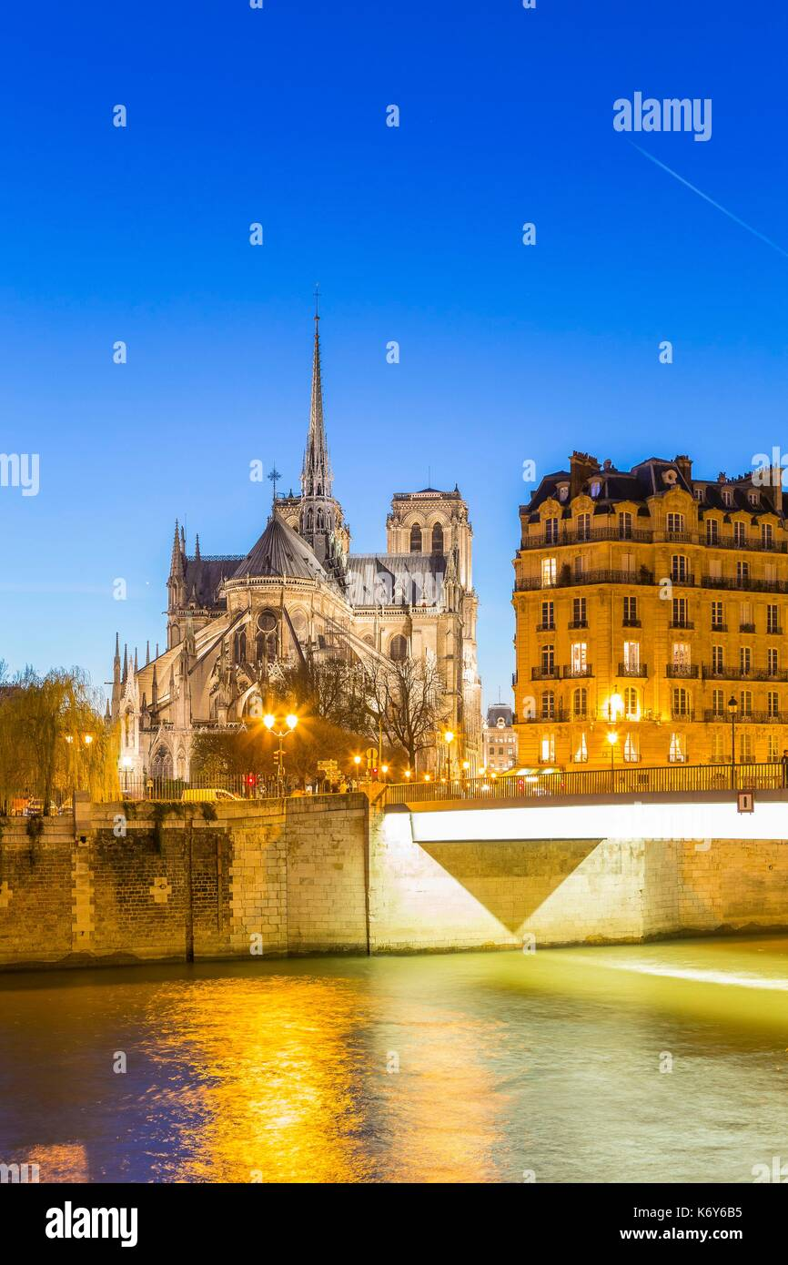 France, Paris, area listed as World Heritage by UNESCO, the Saint Louis Bridge connecting the Cite island and Notre Dame Cathedral - Stock Image