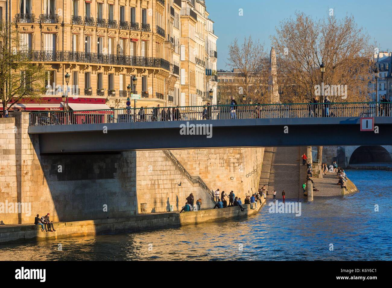 France, Paris, area listed as World Heritage by UNESCO, the Saint Louis bridge connecting the Cite island and Saint Louis island - Stock Image