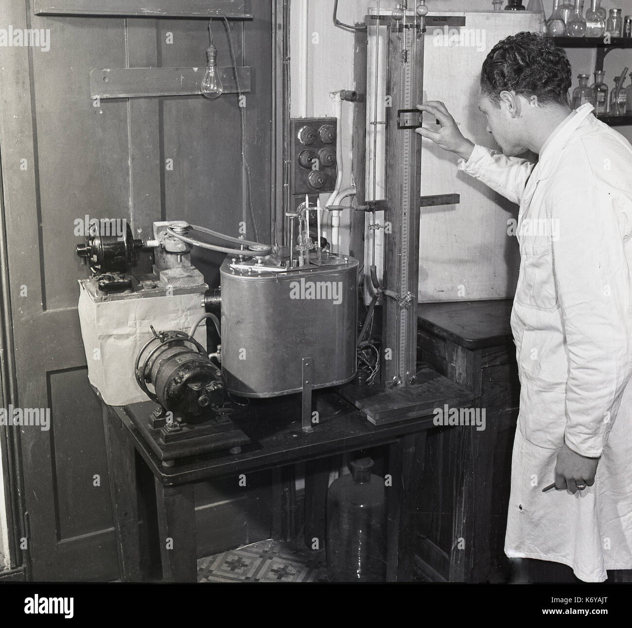 Early 1950s, food research, historical picture showing a scientist using apparatus of the time to study the rheological properties of chocolate. - Stock Image