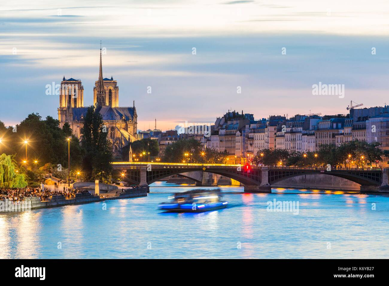 France, Paris, area listed as World Heritage by UNESCO, a boat with the Sully bridge, Saint Louis Island and Notre Dame Cathedral - Stock Image
