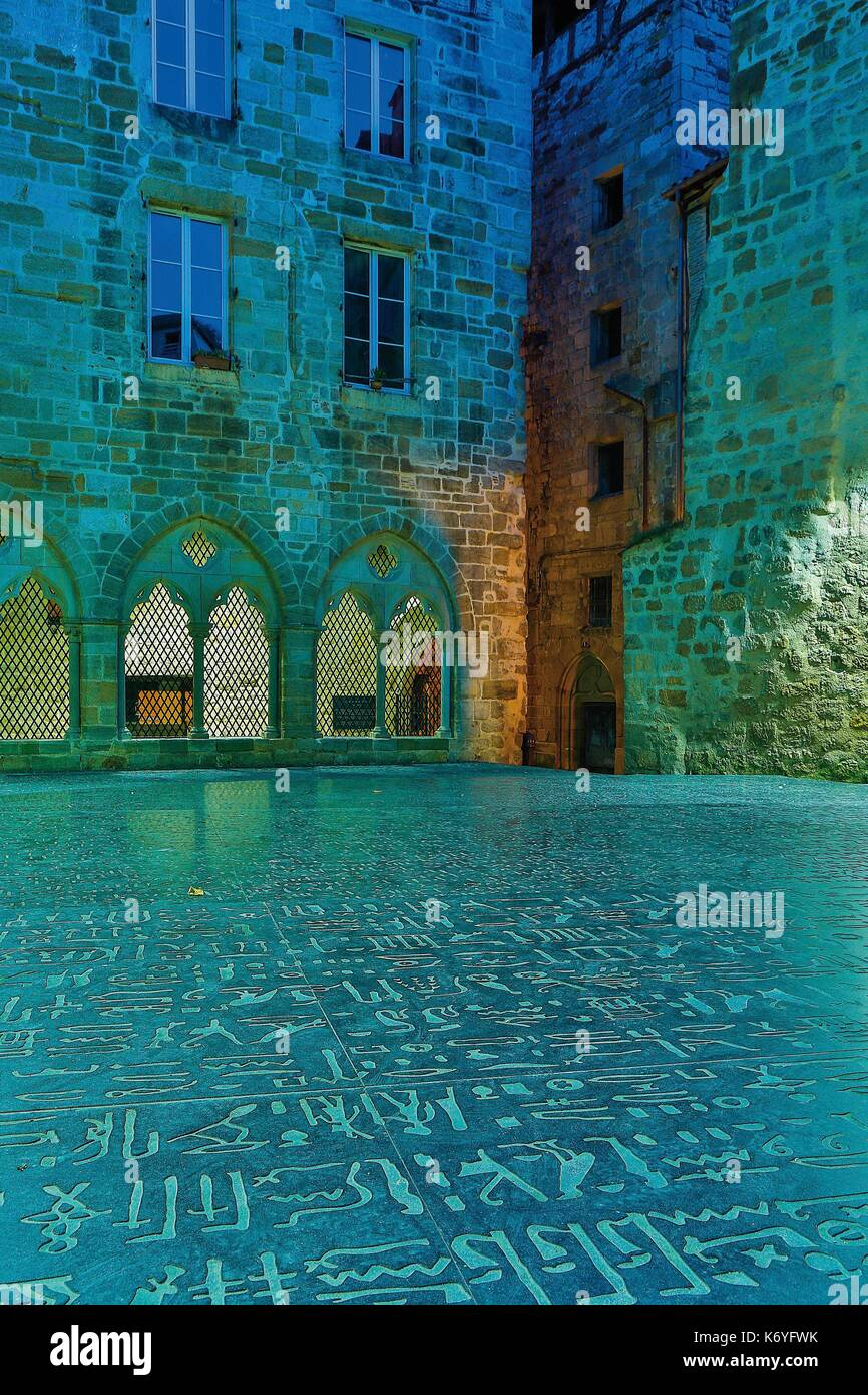 France, Lot, listed at Great Tourist Sites in Midi Pyrenees, Figeac, Champollion Museum, fac simile of the Rosetta Stone on the floor the place of the scriptures - Stock Image