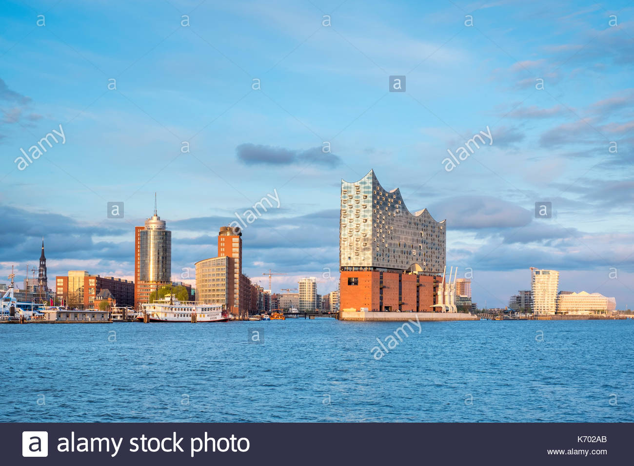 Germany, Hamburg. Elbphilharmonie (Elbe Philharmonic Hall) concert hall on the Elbe River and buildings in the HafenCity. - Stock Image