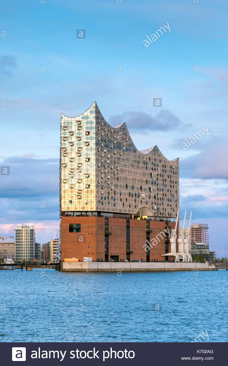 Germany, Hamburg, HafenCity. Elbphilharmonie (Elbe Philharmonic Hall) concert hall on the Elbe River at sunset. - Stock Image