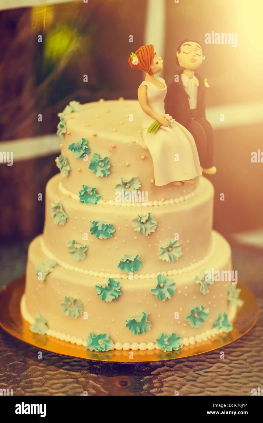 Funny Wedding Cake Bride Groom Stock Photos & Funny Wedding Cake ...