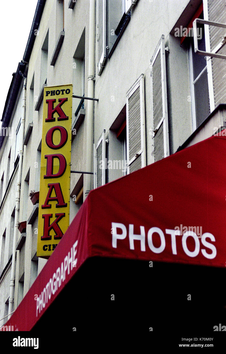 KODAK WALL LOGO PARIS PHOTOS SHOP - PARIS SHOP - VINTAGE  LOGO - PARIS STREET - KODAK LOGO - SILVER FILM © Frédéric BEAUMONT - Stock Image