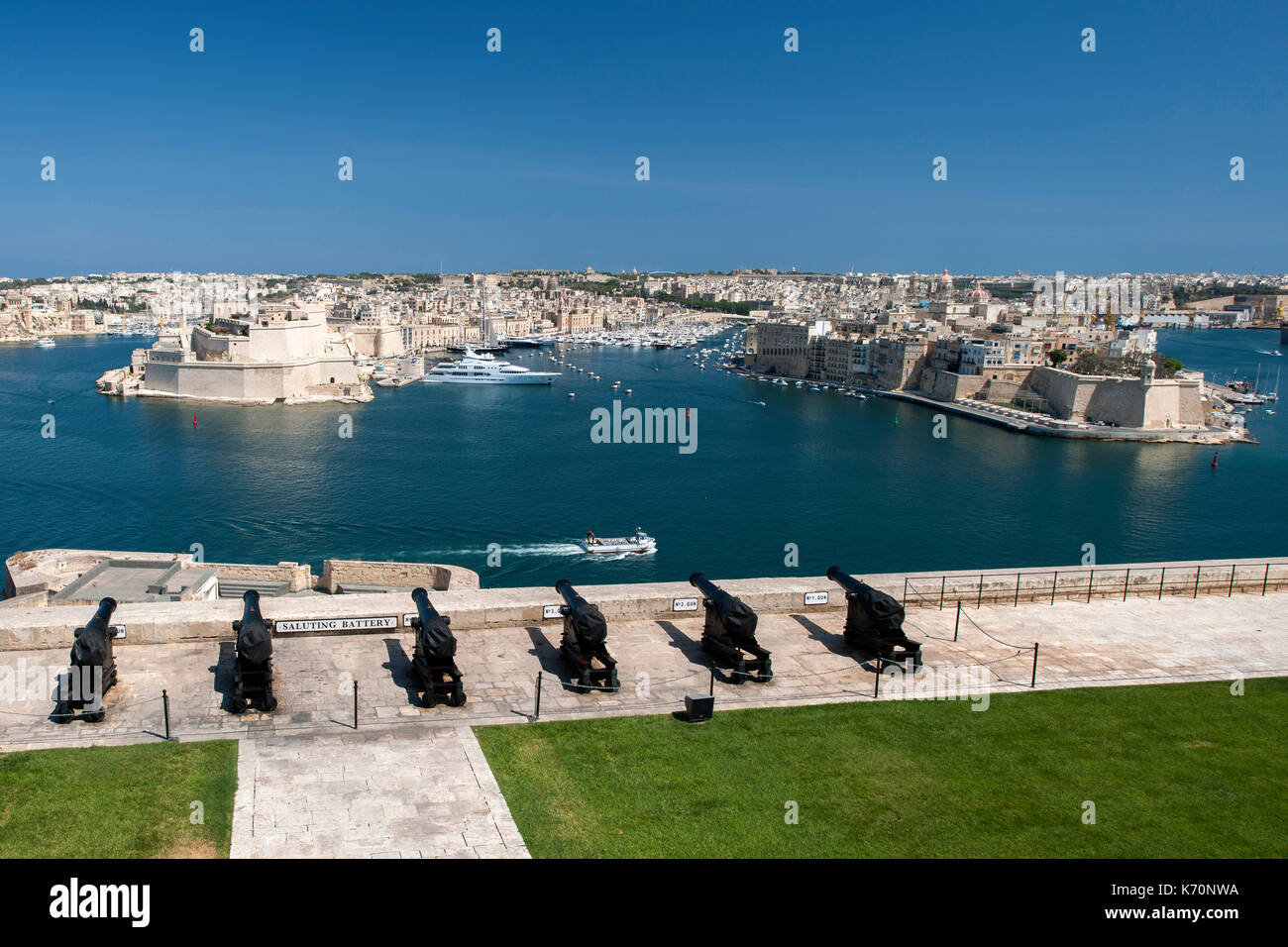 View of Grand Harbour Marina, Fort Saint Angelo and the Birgu & Senglea districts seen from the Saluting Battery Stock Photo
