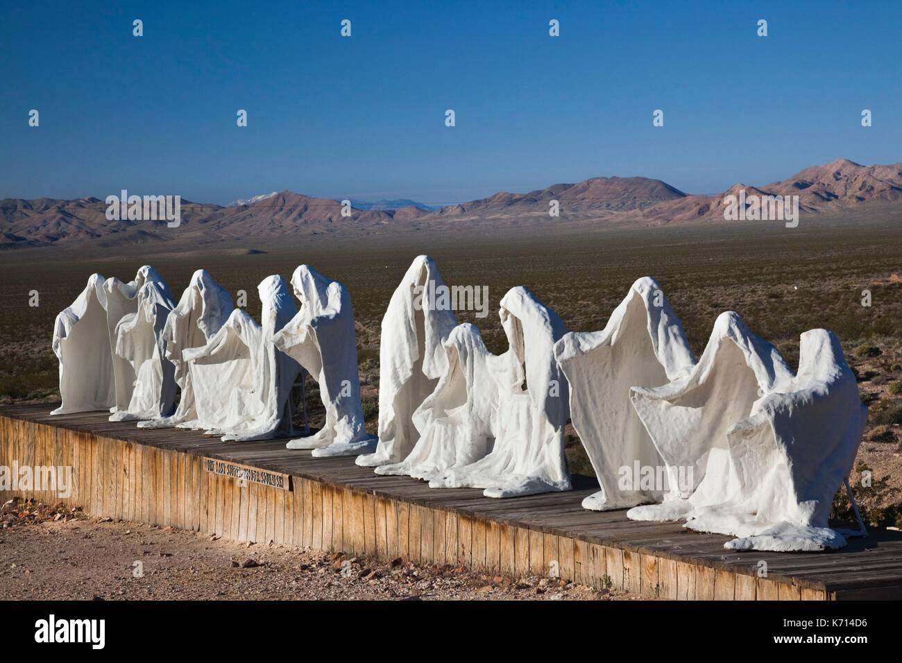 United States, Nevada, Great Basin, Beatty, Rhyolite Ghost Town, Goldwell Open Air Museum, The Last Supper by Albert Szukalski - Stock Image