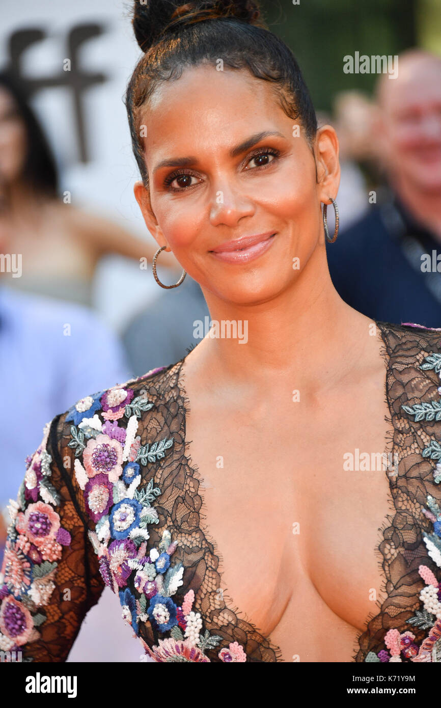 Toronto, Ontario, Canada. 13th Sep, 2017. Actress HALLE BERRY attends the 'Kings' premiere during the 2017 Toronto Stock Photo
