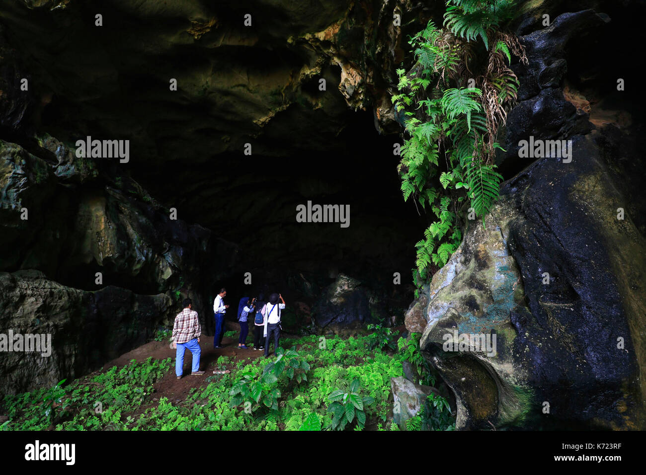 Aceh, Indonesia. 13th Sep, 2017. Geophysicists observe a natural limestone cave located at Lhoong district in Aceh, Stock Photo