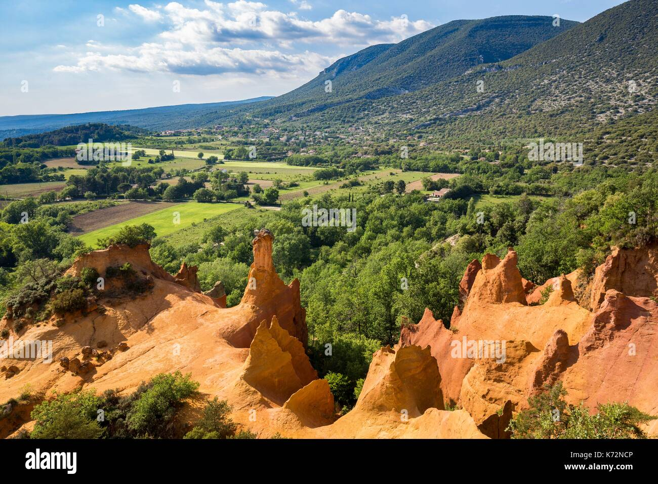 France, Vaucluse, regional natural reserve of Luberon, Rustrel, Provenal Colorado, former careers of ochre, fairy's fireplace - Stock Image