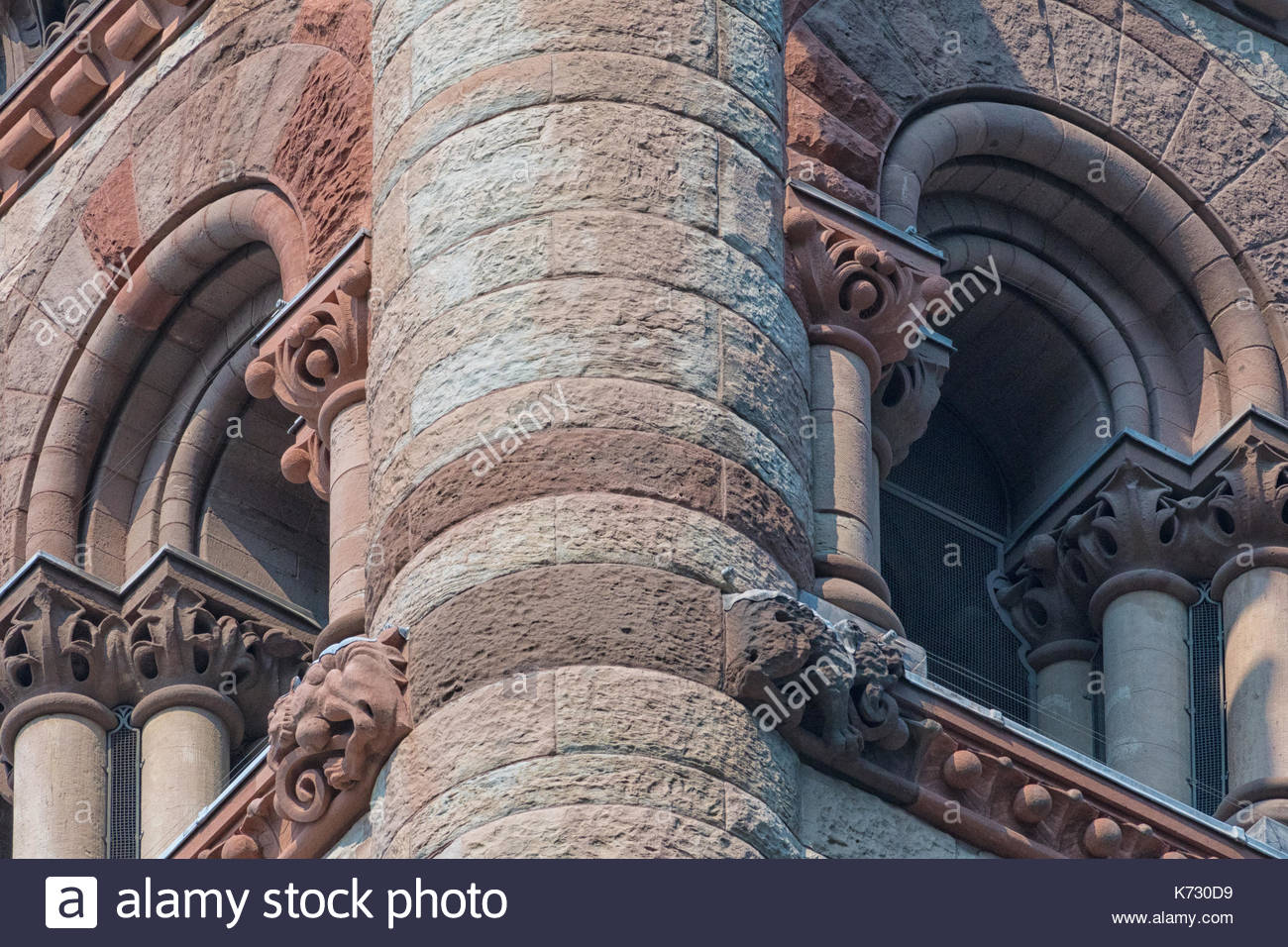 Old City Hall Richardsonian Romanesque Revival architectural details. Column and windows with arches.  The red stone old building is a tourist attract - Stock Image
