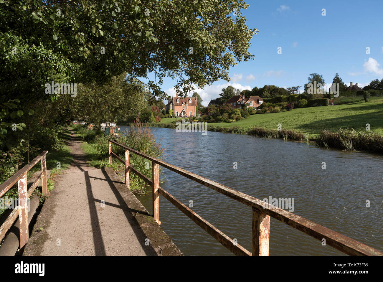 Kennet & Avon Canal at Kintbury Berkshire England UK. September 2017. Footbridge and towpath alongside the canal with large property in the background - Stock Image