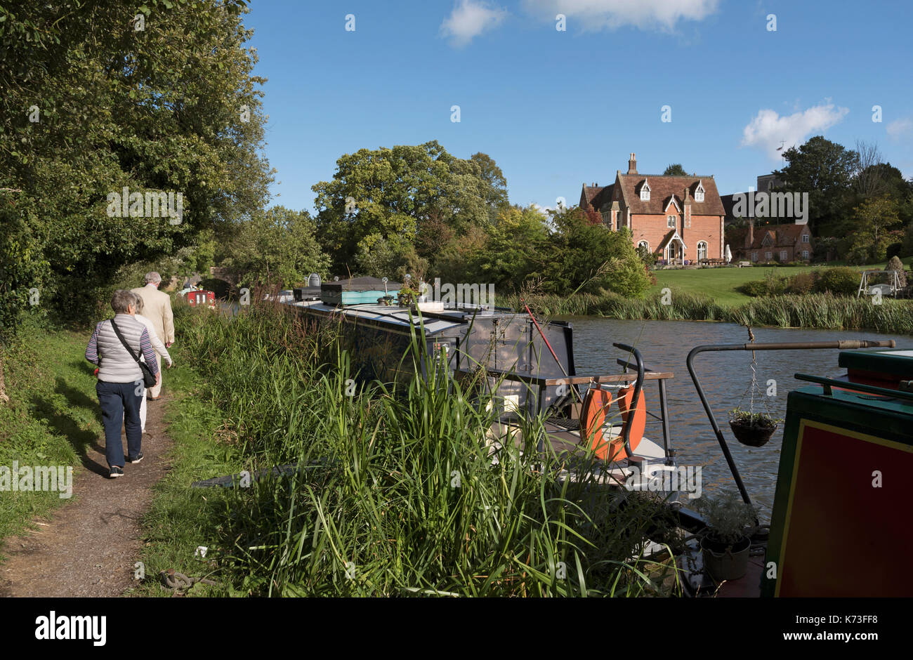Kennet & Avon Canal at Kintbury Berkshire England UK. September 2017. People on the towpath - Stock Image