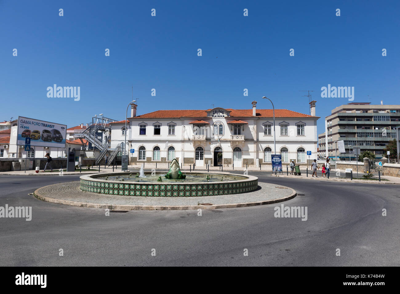 Fountain on the roundabout in front of Caldas da Rainha railway station Portugal on Avenida 1º de Maio - Stock Image
