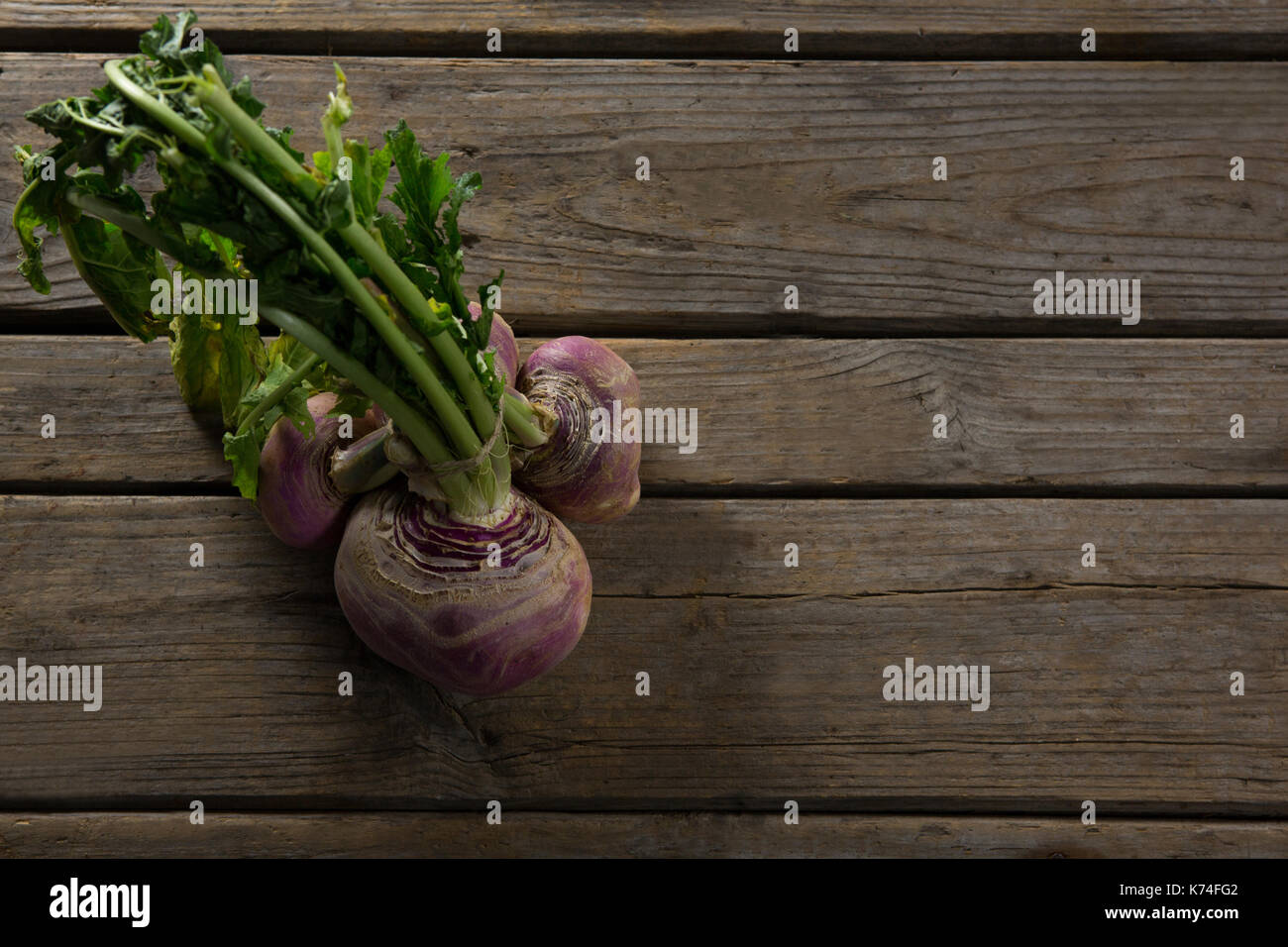 Overhead of beetroot on wooden table - Stock Image
