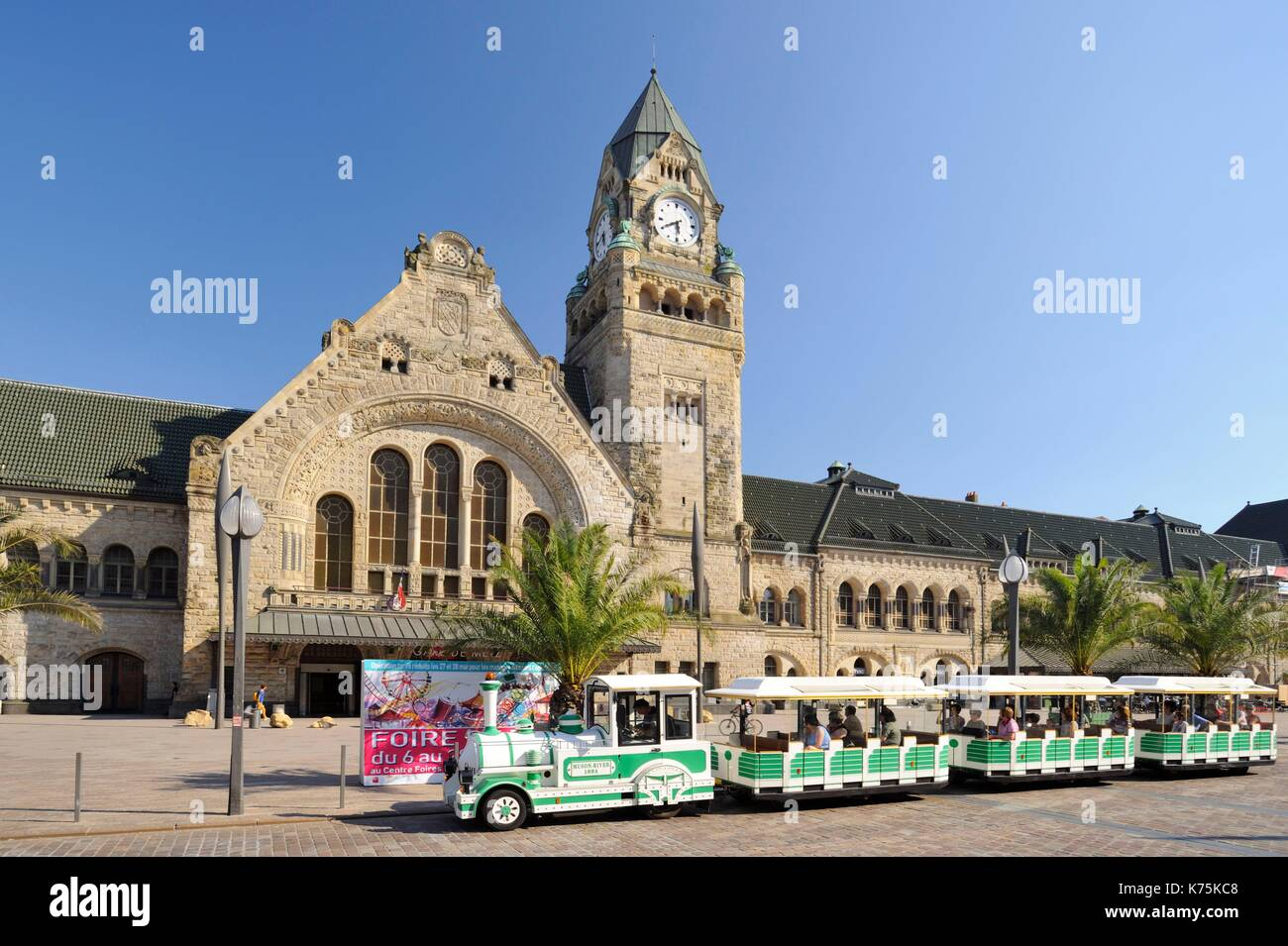 France, Moselle, Metz, railway Station of Metz-ville inaugurated in 1908 and elected in 2017 most beautiful railway station of France by Internet users following a competition organized on Facebook by Gares & Connexions, crossing of the small tourist train - Stock Image