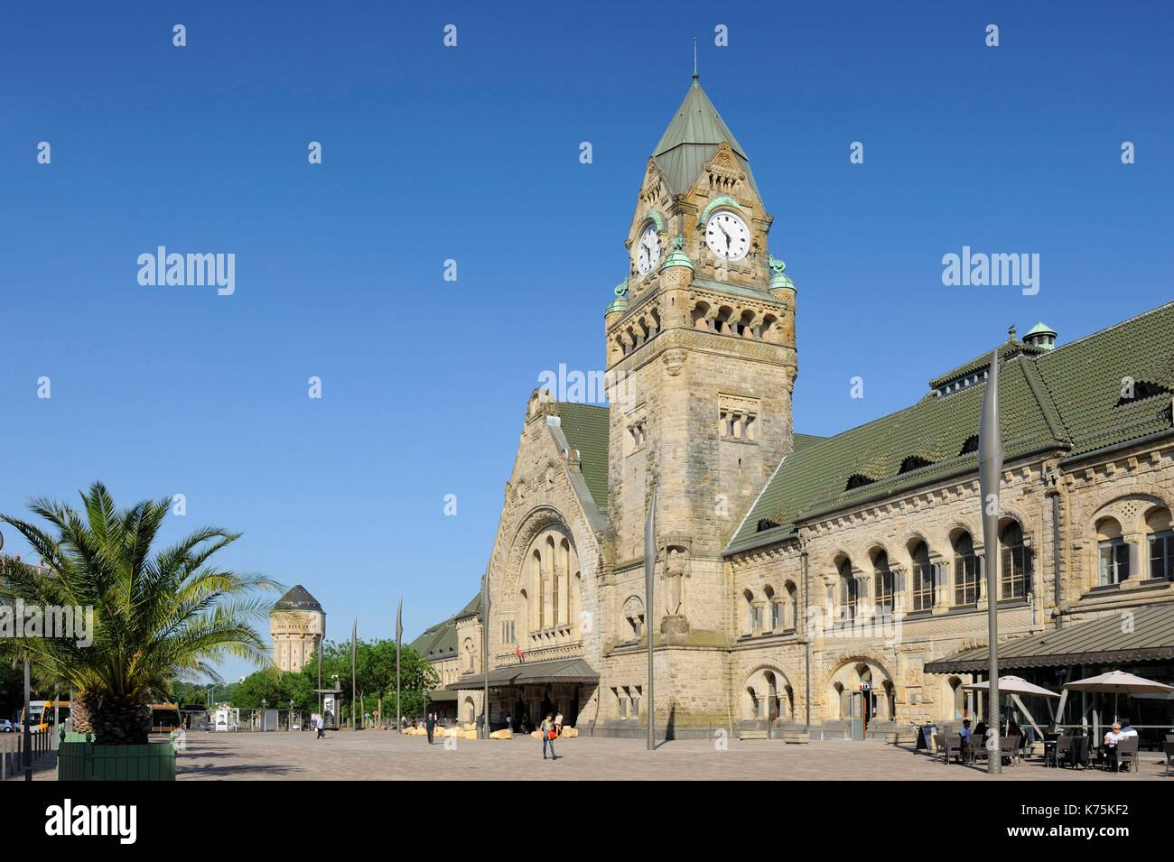 France, Moselle, Metz, railway Station of Metz-ville inaugurated in 1908 and elected in 2017 most beautiful railway station of France by Internet users following a competition organized on Facebook by Gares & Connexions, pedestrian plaza - Stock Image