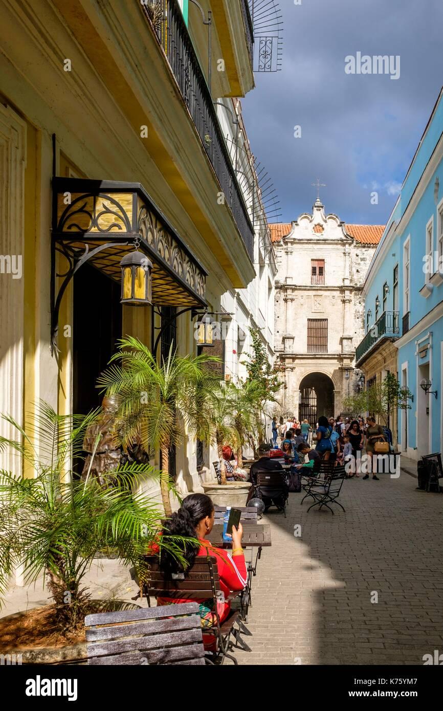 Cuba, Havana, Habana Vieja district (UNESCO World Heritage site), calle Teniente Rey (Brasil), San Francisco de Asis convent in the background - Stock Image