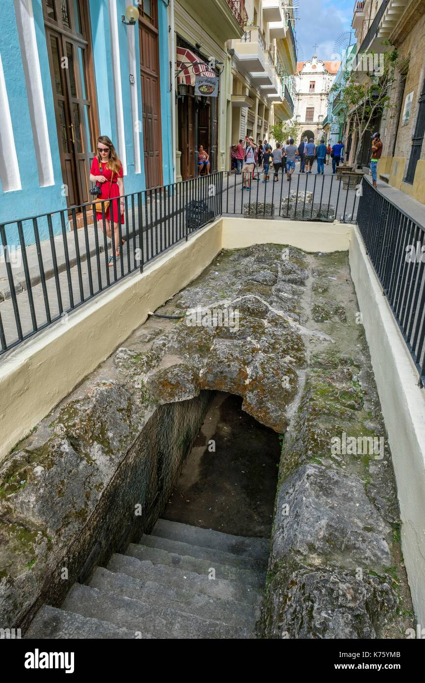 Cuba, Havana, Habana Vieja district (UNESCO World Heritage site), calle Teniente Rey (Brasil), archaeological site displaying the Zanja Real (Royal Canal), original aqueduct that was initiated in 1566 and supplied the city with water - Stock Image
