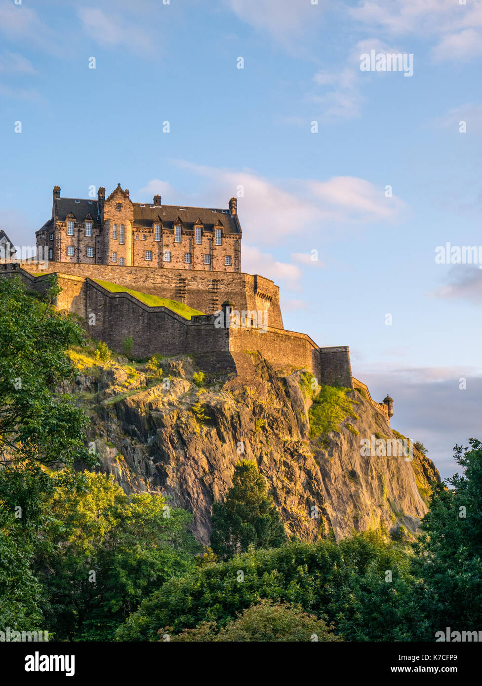 Sunset, Edinburgh Castle, viewed from Princes Street Gardens, Edinburgh Castle, Castle Rock, Edinburgh, Scotland, UK, GB. - Stock Image