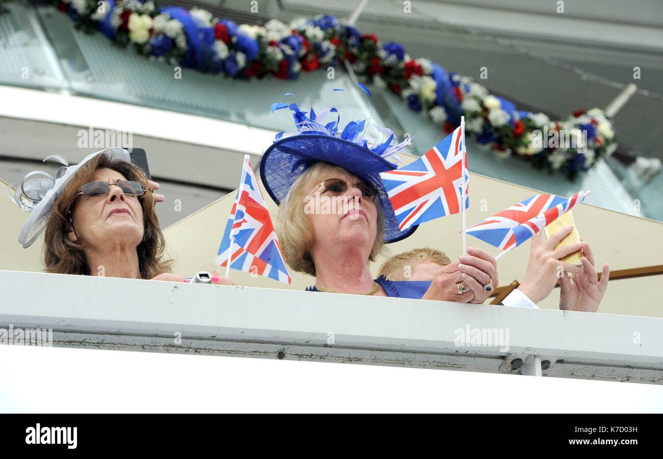 Photo Must Be Credited ©Alpha Press 079965 04/06/2016 Racegoers at Derby Day during The Investec Derby Festival 2016 at Epsom Downs Racecourse in Epsom, Surrey. - Stock Image