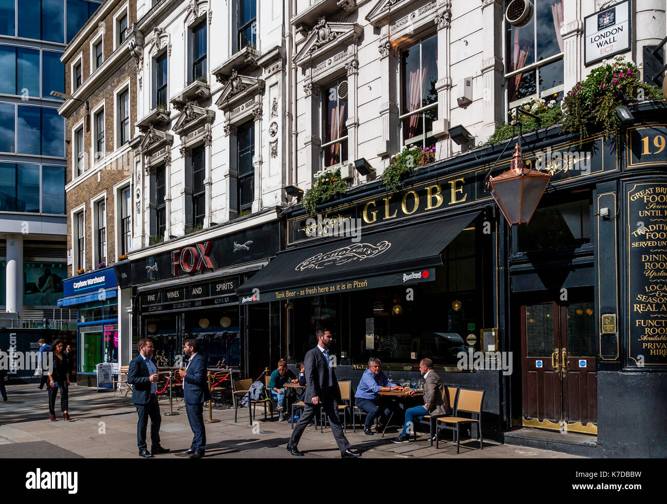 Lunchtime Customers Drinking Outside The Globe Public House, Moorgate, The City Of London, London, UK - Stock Image