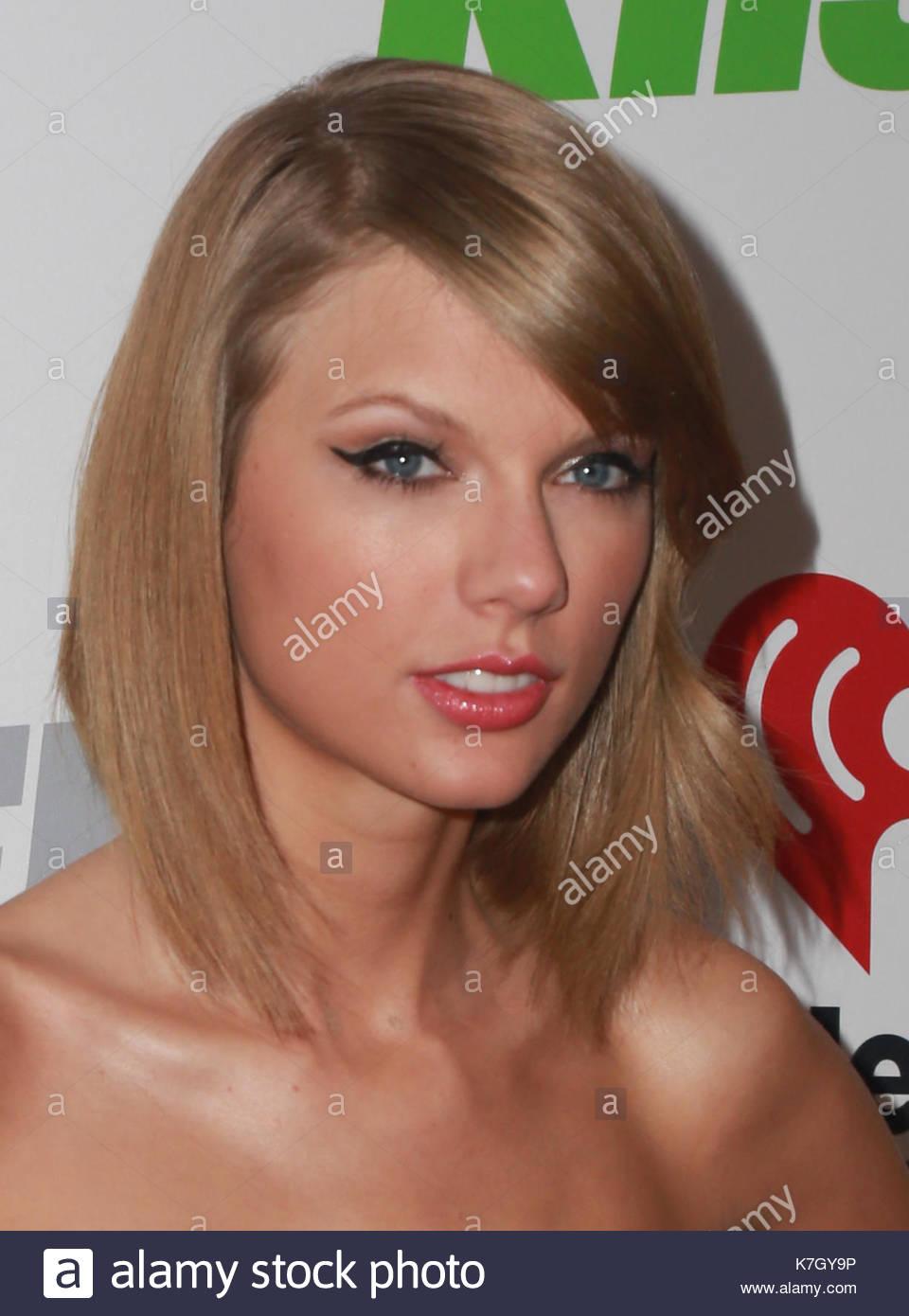 Taylor Swift. Taylor Swift Rocks A Black And Gold Tube Dress And Bob Haircut  At KIIS FMu0027s Jingle Ball 2014 On December 5, 2014 At The Staples Center In  Los ...