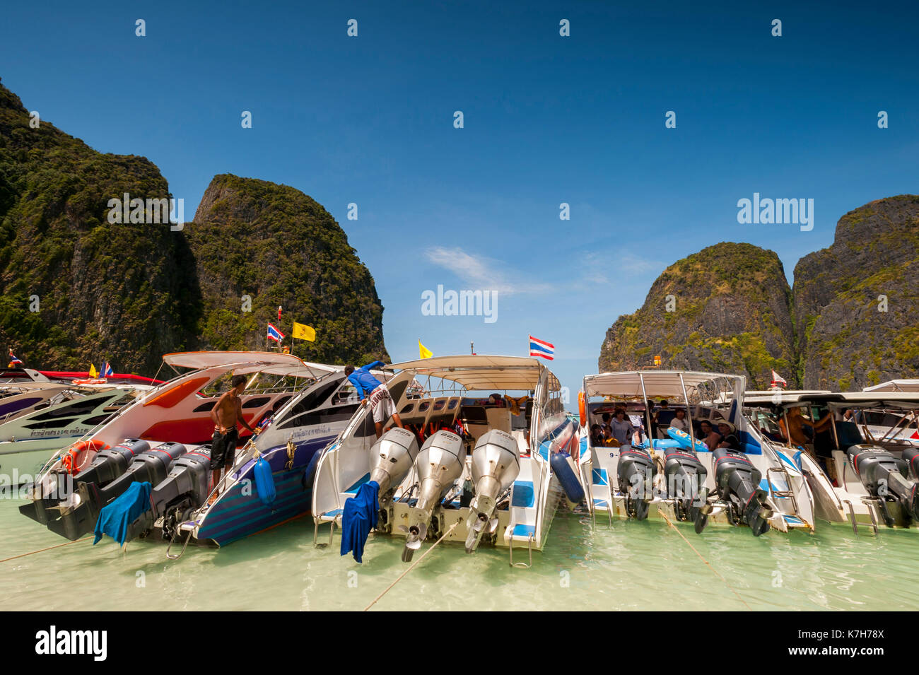 Tourist boats lined up at Maya Bay, Ko Phi Phi Lee Island, Thailand. - Stock Image
