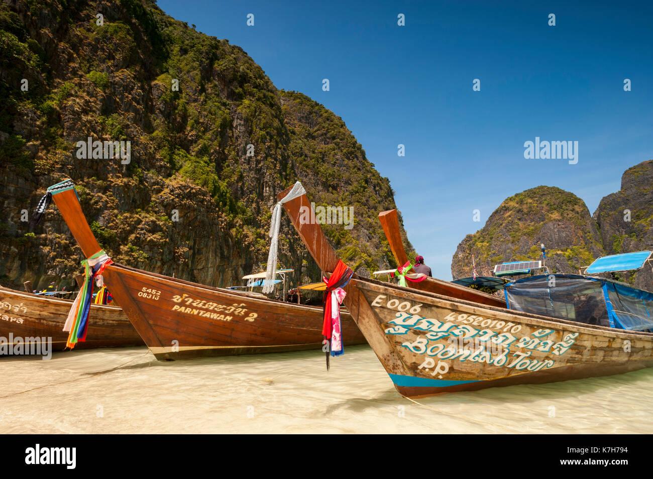 Long-tail boats in Maya Bay, Phi Phi Islands, Thailand. - Stock Image