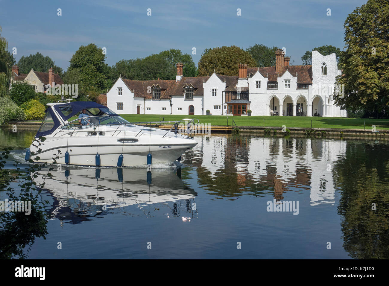 England, Buckinghamshire, Medmenham & River Thames Stock Photo