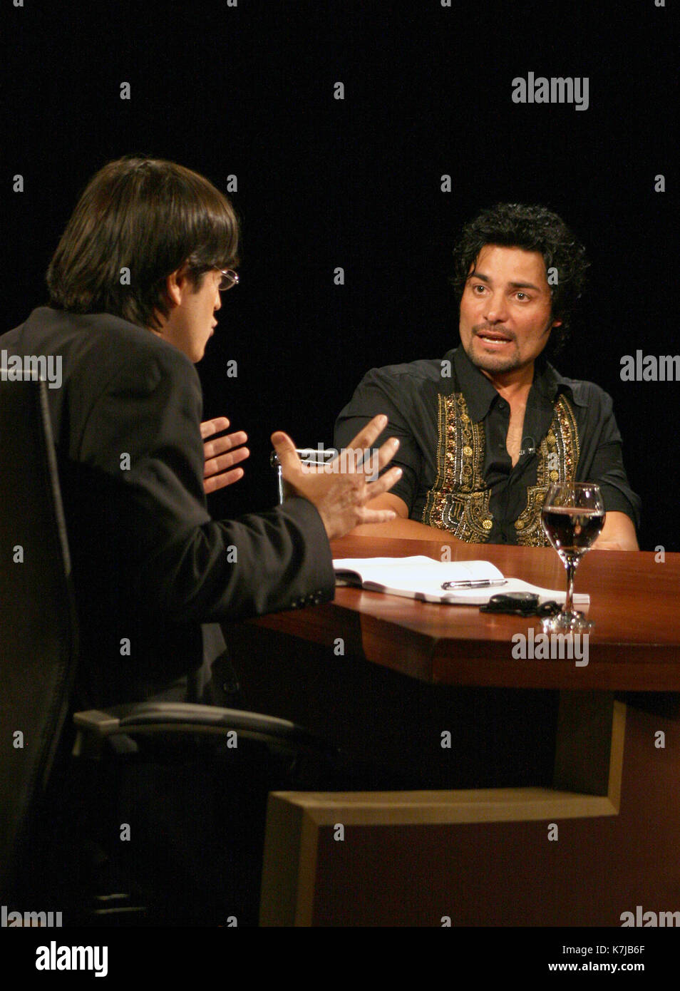 Chayanne Being Interviewed By Jaime Bayly On His Program On Mega Tv Stock Photo Alamy Tal como anunció el escritor la semana pasada, núñez del arco, de 22 años, lo hará padre por tercera vez en abril. https www alamy com chayanne being interviewed by jaime bayly on his program on mega tv image159599847 html
