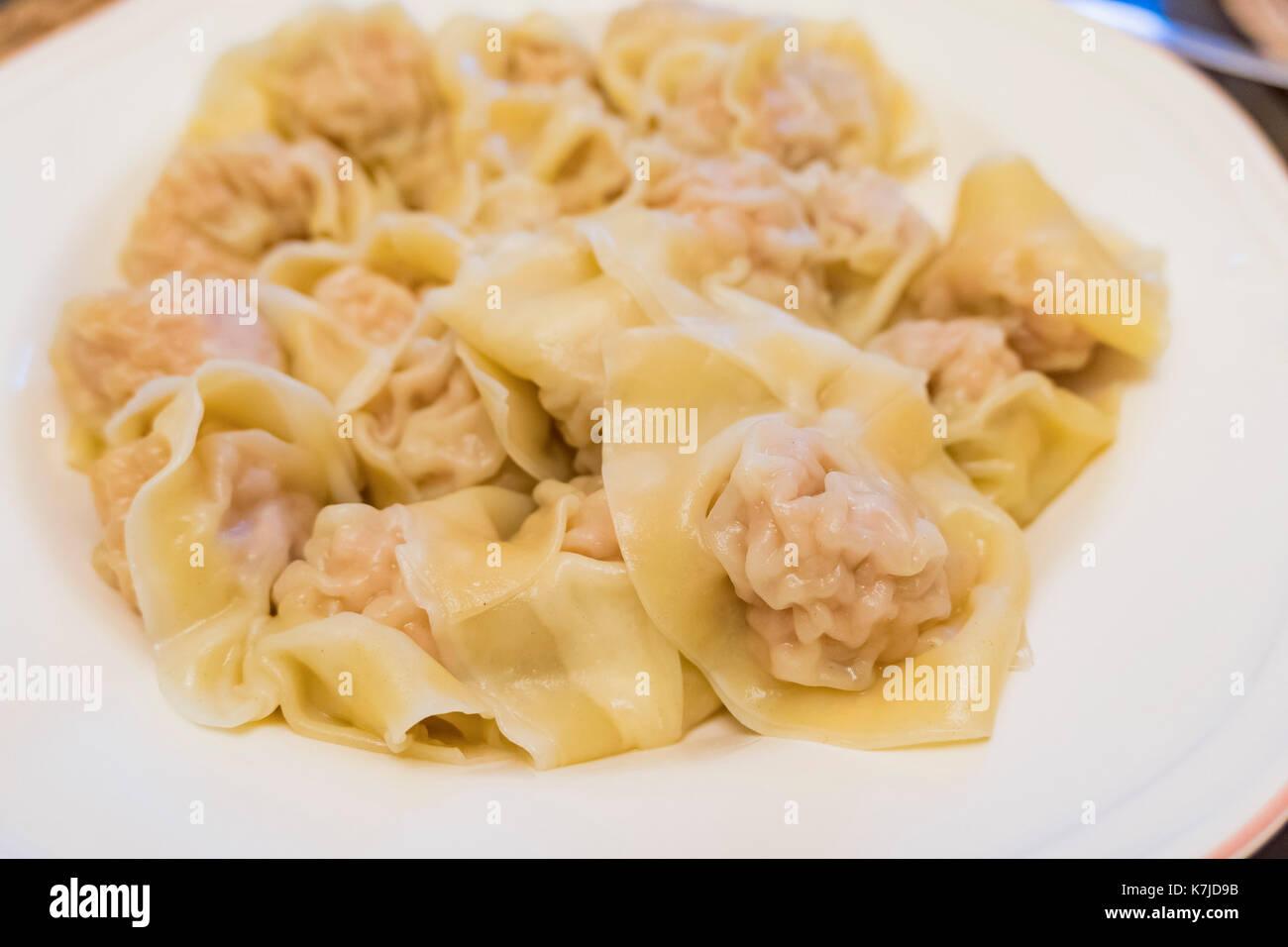 Making the cantonese style handmade wonton (Dumpling) at home - Stock Image