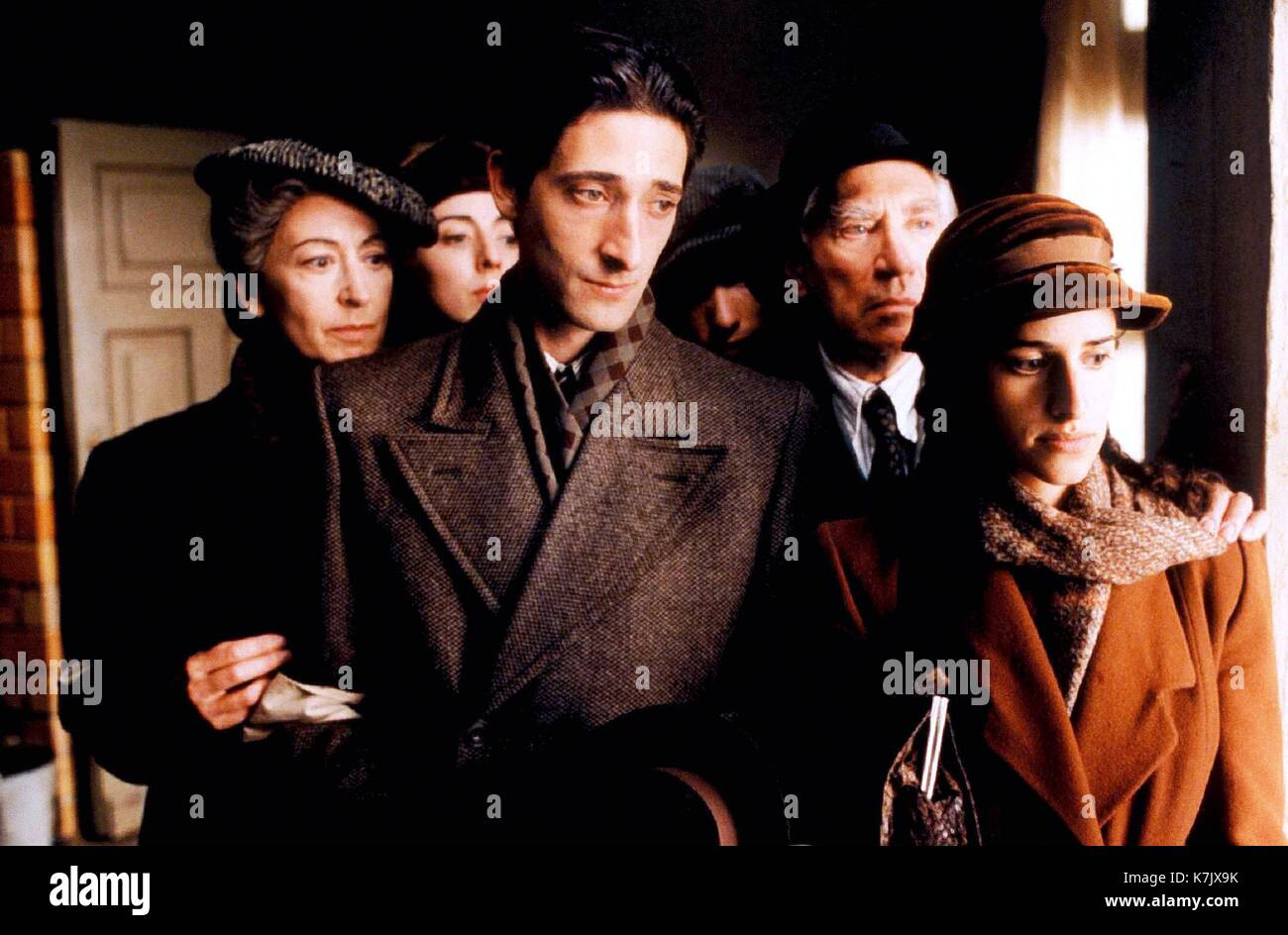 Photo Must Be Credited ©Alpha Press 070000 (2002)  Maureen Lipman, Julia Rayner, Adrien Brody, Ed Stoppard, Frank Finlay and Jessica Kate Meyer  in Roman Polanski's movie The Pianist - Stock Image