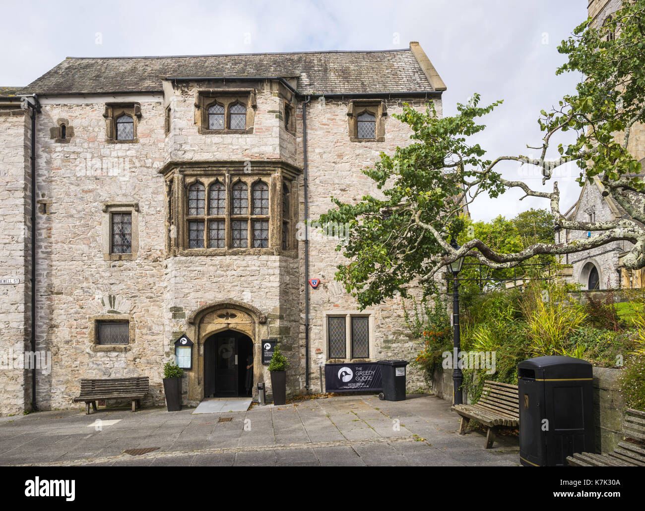 Prysten House is a 15th century merchant's house in Finewell Street, Plymouth, UK.  It houses a restaurant, 'the Greedy Goose'. - Stock Image