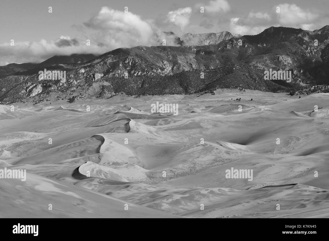 Sand dunes and mountain landscape - Stock Image